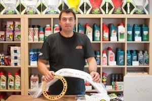 KTM Spezialist Andre in seinem Laden
